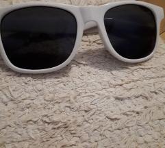 POKLANJAM! Naočare za sunce sa belim okvirom