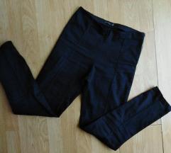 Crne duboke pantalone farmerke S