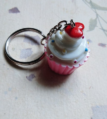Privezak za ključeve cupcake- kapkejk