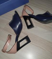 Sandale br 39 odgovara 38