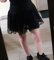 Crna čipkana suknja