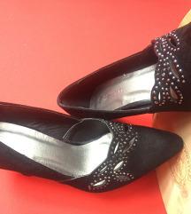 NOVE crne cipele na štiklu