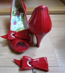 Crvene kožne cipele
