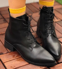 Duboke spicaste cipele cizme