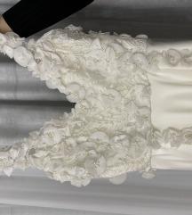 Duga bela haljina