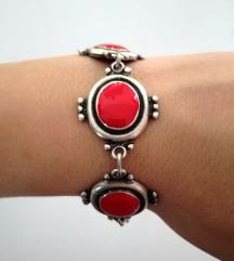 Crvena posrebrena narukvica - novo