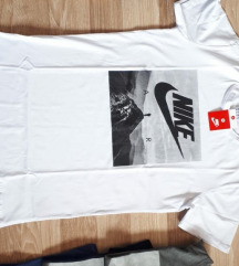 Majica NIKE L🔝🔝