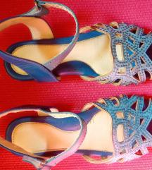 Poklanjam plave sandale broj 32