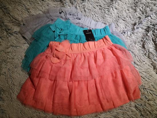 Tri suknje, jedna sa etiketom