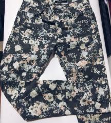 Cvetne pantalone snizenje