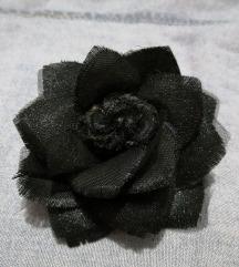 Broš crna ruža