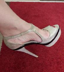 R&F skupocene svecane zlatne sandale kao nove