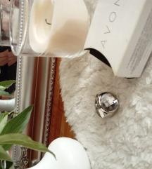 Avon prsten sat