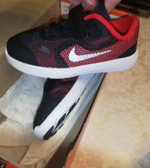 Nove Nike 25