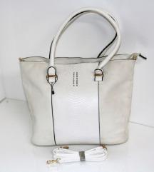 Nova bela torba sa etiketom