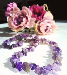 Ljubičasta ogrlica