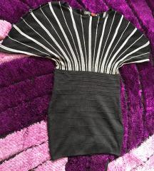 strukirana crno-bela haljinica