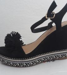 Sandale na platformu kao nove!