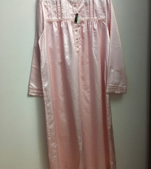 svilena spavacica sa etiketom iz Engleske
