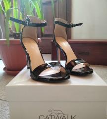 Crne sandale na štiklu, Catwalk