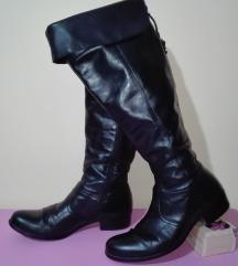 Kozne cizme br 37(24 cm)