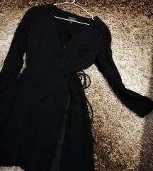 Crna haljina na preklop