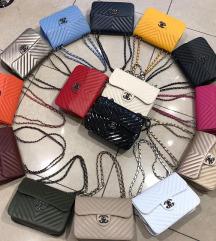 Chanel torbice vise boja