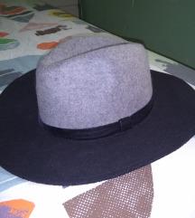 Stradivarus šešir..Novo