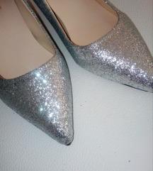 Srebrne cipele sa sljokicama