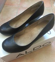 Crne kožne ovalne cipele br. 38 i 40