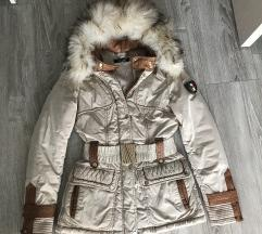 zimska zenska jakna u S velicini.
