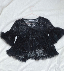 Čipkasta crna bluza