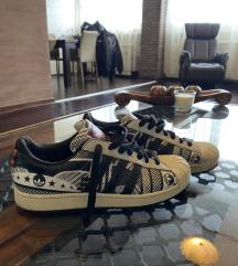 Adidas- superstar