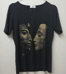 Zanimljiva crna majica