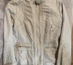 Toujours femme jaknica
