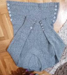 Sivi džemper sa dugmićima M