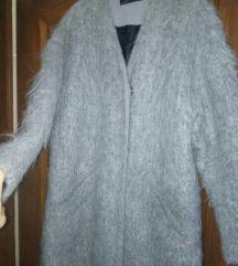 Zara cupavi kaput
