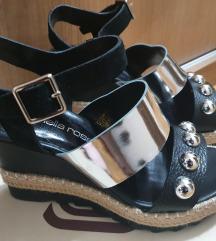 Prodajem nove kožne sandale
