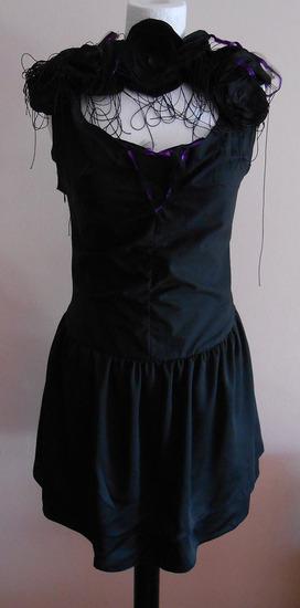 Svecana crna haljina sa resama i cvetovima