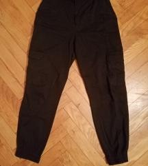 Crne Pull&Bear pantalone