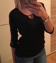 ****SNIZENA*** Bershka svilenkasta bluza