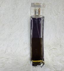 Provocative woman Elizabeth Arden parfem