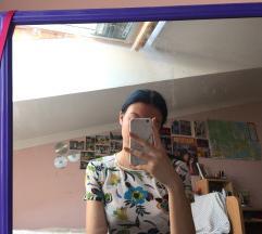 Poluprovidna cvetna majica
