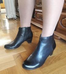 TAMARIS crne kozne krace cizme 25,5cm