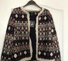 Nova jaknica sa etiketom