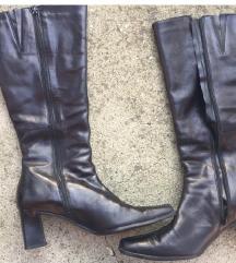 Crne kozne cizme stikla