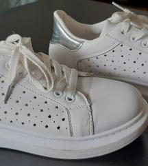 Bele patike zvezdice