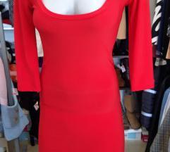 Crvena haljinica sa lancima