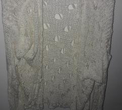 Beli rupičasti džemper